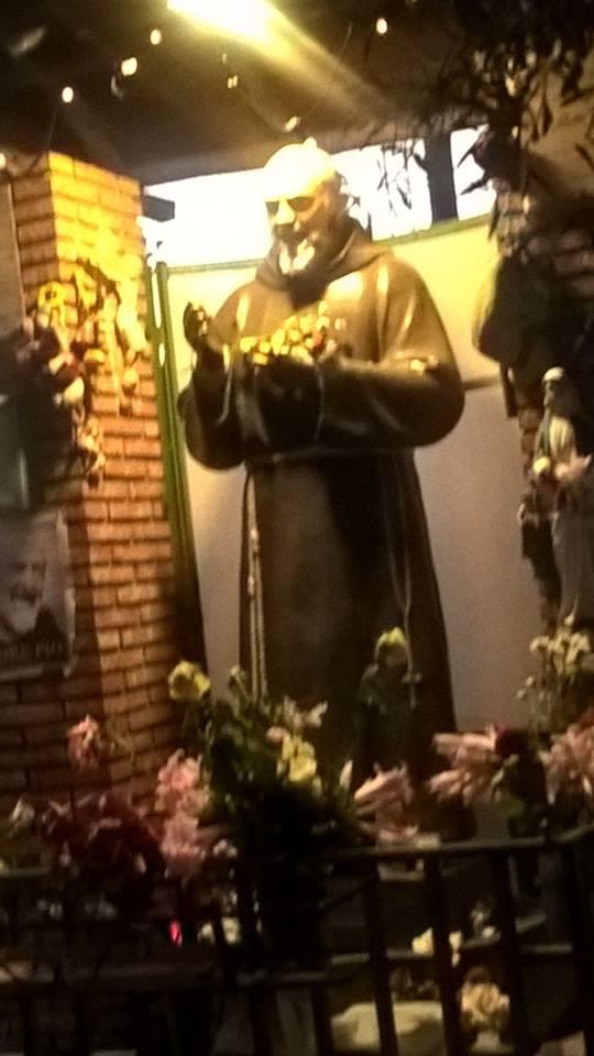 Immagine dell'Angelo apparso accanto a Padre Pio