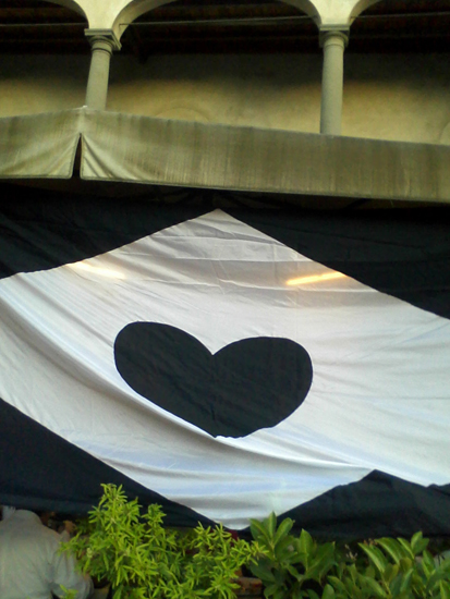 gigantic black heart outside a restorant