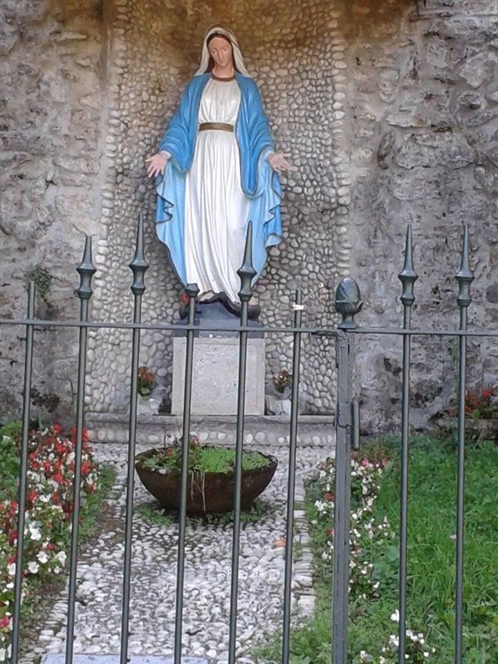 Statue Madonna of the Woods picture