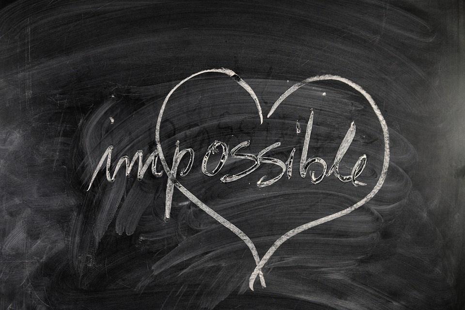 disegno di cuore che circonda possibile della parola impossibile